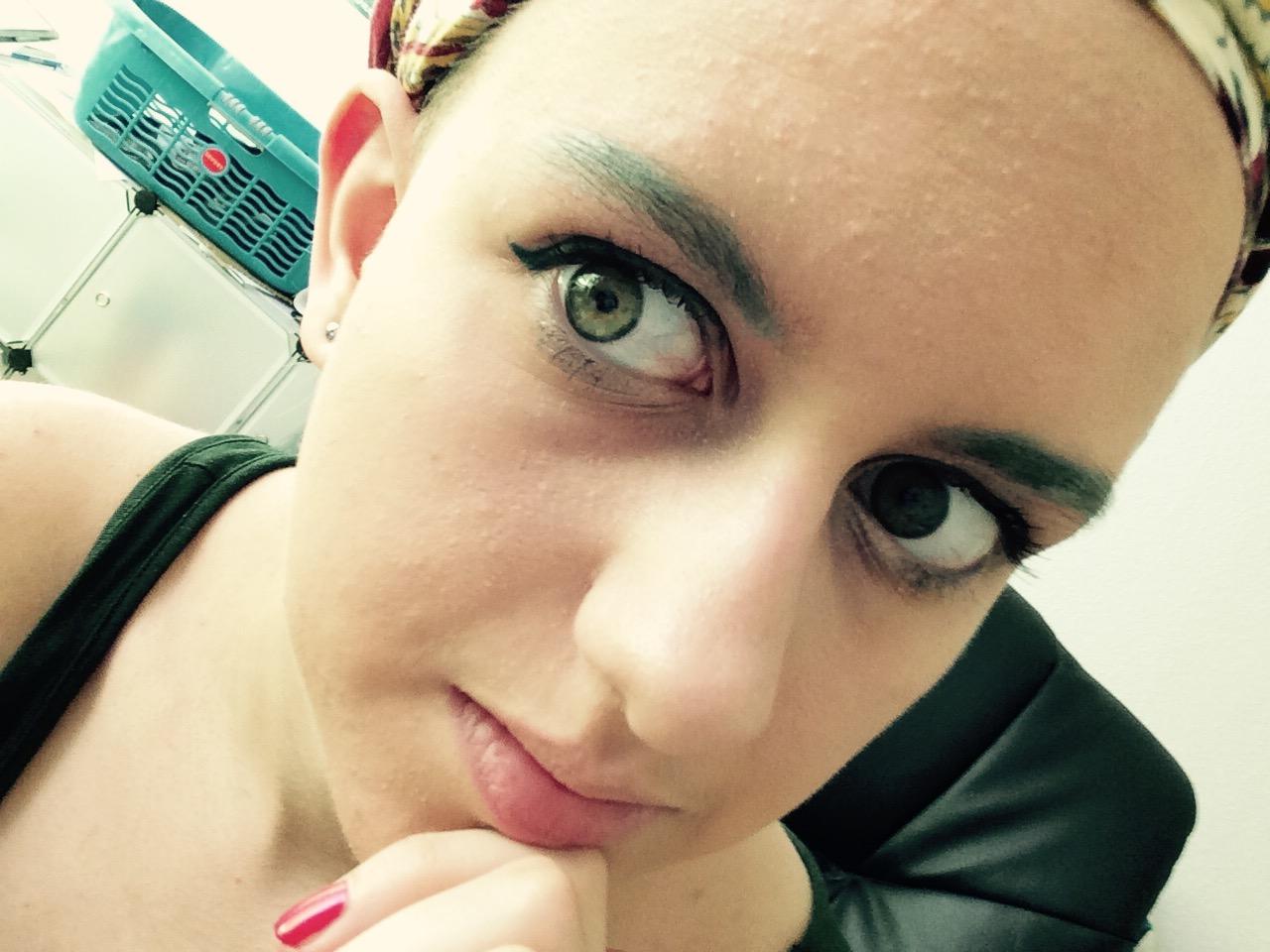 Ich habe es geschafft, Eyeliner zu benutzen, ohne mir Augen auszustechen. \o/