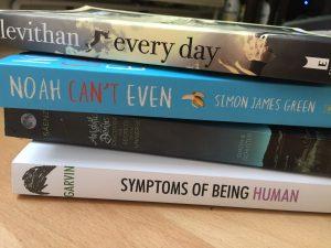 Bücherstapel aus vier Büchern